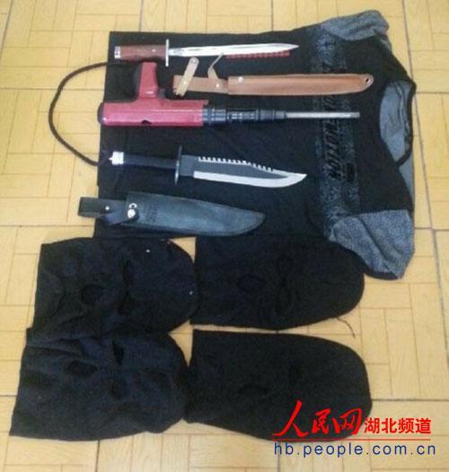 手机 荆州/据荆州市公安局消息,在荆州市沙市区某家游戏机室蒙面抢劫的3名...