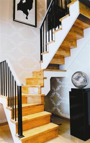 空间 现代简约楼梯打造小复式图片