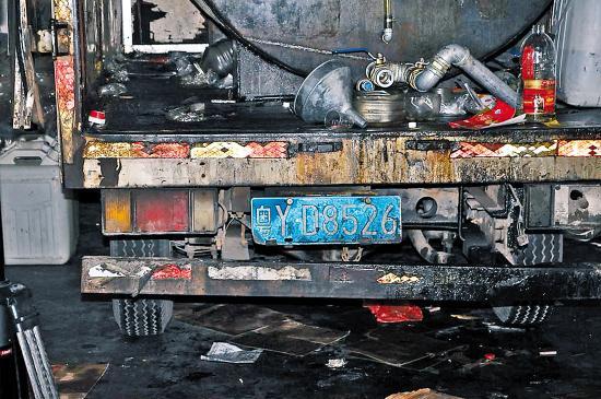 4升废机油桶创意图片