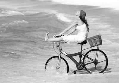 骑自行车成为慢游新时尚