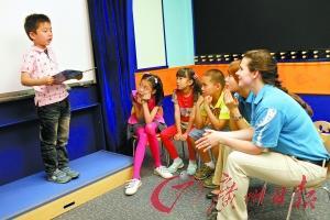 家长分享孩子学英语 记500单词不如自信说一句