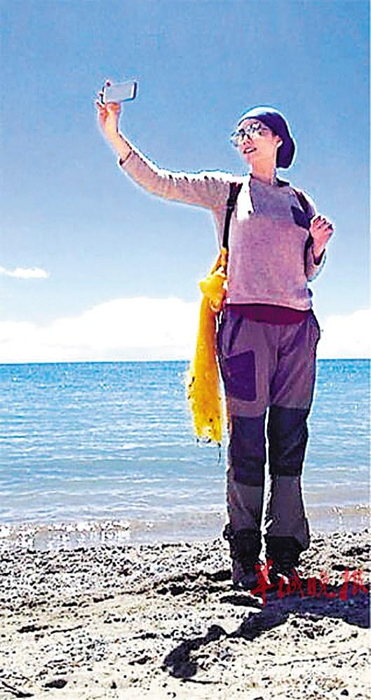 王菲晒西藏旅行照片 自嘲用绳命在拍照图 中