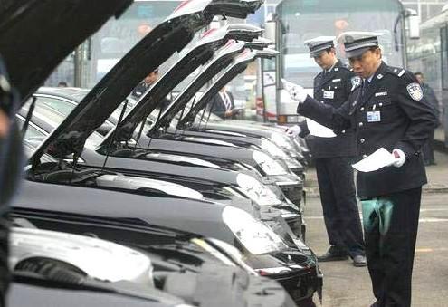 江苏南通一月新车上牌超万辆 民警发布上牌全