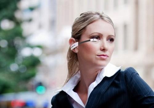 ...智能眼镜(图片来自 techradar)  这款之前在ces 2013大展上展...