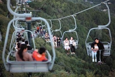 香山游客索道坠落身亡_香山公园59岁男子索道坠亡 吊椅被指安全系数低
