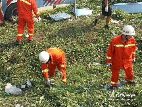 载52人旅游车汉川划分水平正等级抢救高中-中发生全力事故学业伤员图片