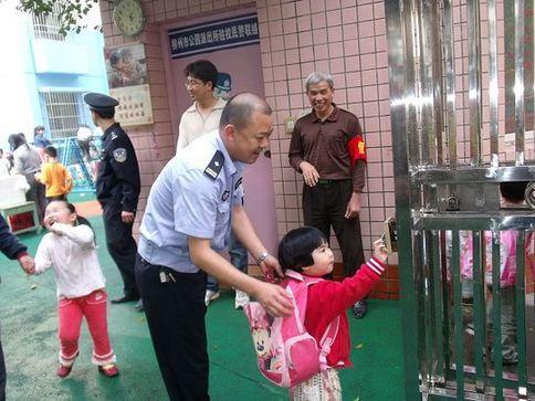 """乌鲁木齐市强达小博士第二幼儿园要收""""晚接费""""-中新"""