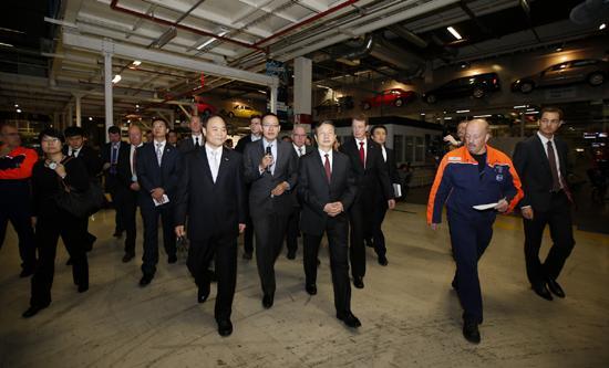 马凯副总理一行参观沃尔沃根特工厂高清图片