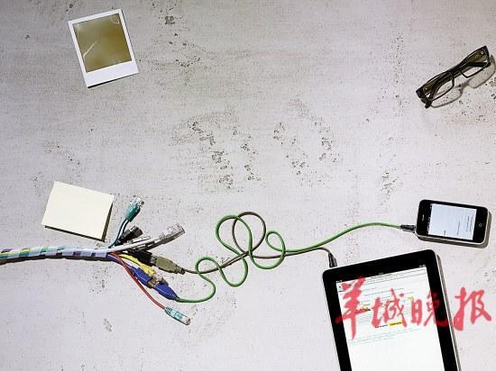 """如果逆变器不过关,充电时进入""""充电宝""""的电流忽大忽小这也是很危险的"""
