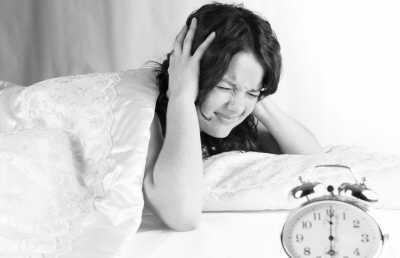 如果你怀疑自己失眠可能和宠物相关的话,就最好就不要让它们在卧室玩.