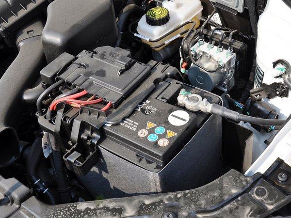 一汽-群众 1.4L 手动 蓄电池特写