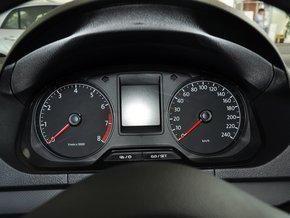 一汽-群众 1.4L 手动 方向盘前方仪表盘
