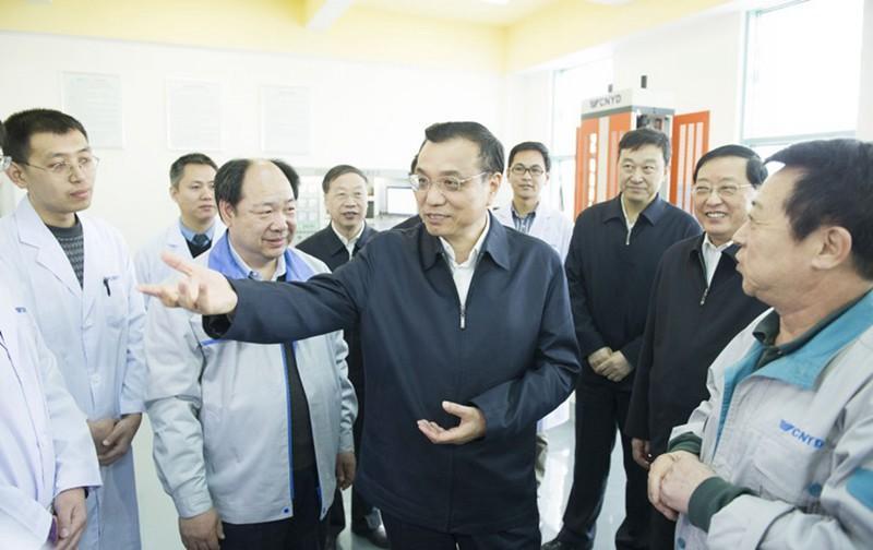 李克强在沈阳弘远科技守业园考查。新华社记者黄敬文摄