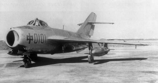 沈飞生产的我国第一架喷气式歼击机——歼5飞机.