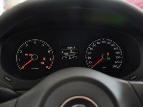 一汽-群众 1.6L 主动 方向盘前方仪表盘