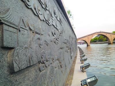 50米巨型浮雕现身苏州护城河畔 雕刻特色景观