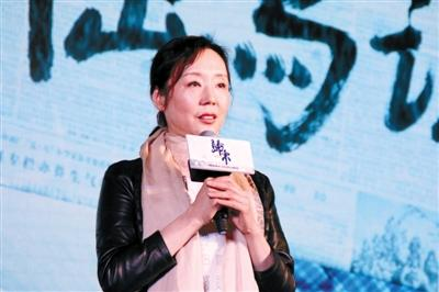 孝姨五月天_严歌苓谈《归来》:张艺谋的角度太刁钻(图)-中国日报网