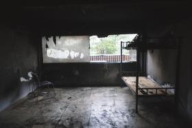 湖南株洲一门面凌晨突发大火 7名员工跳窗逃生