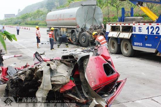 南宁吴圩机场快速发作事故 油罐车追尾货车2人亡