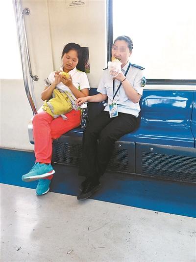 地铁上2位男子弄女子 地铁女子被男子揉胸 - 点击 ...