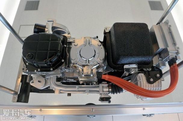 马自达3发电机皮带安装图解