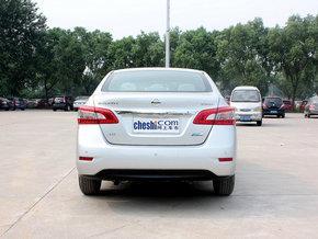 东风日产 1.8 XL CVT 车辆正后方尾部视角