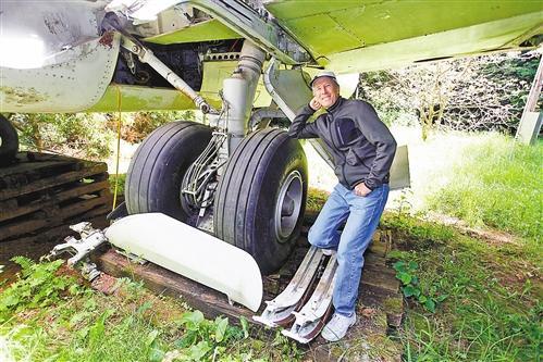 工程师将退役波音727飞机改造成可供居住房子(图)-中