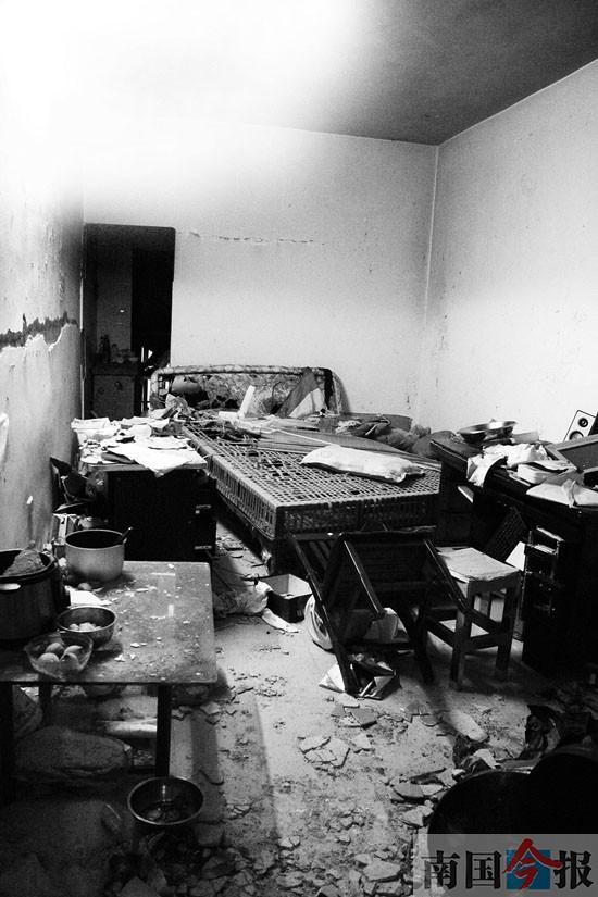 闻到煤气还开灯 柳州一住民楼爆破致3人受伤