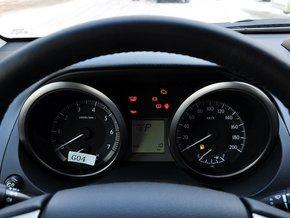 一汽丰田 4.0L 方向盘前方仪表盘