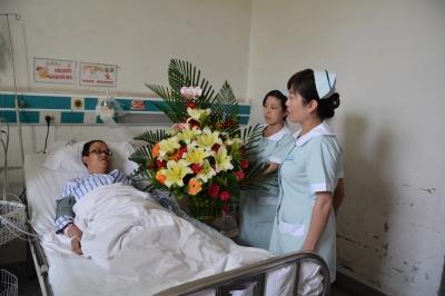 情况紧急,医院的大夫在病人还没有办理住院手续的情况下,为其实施了