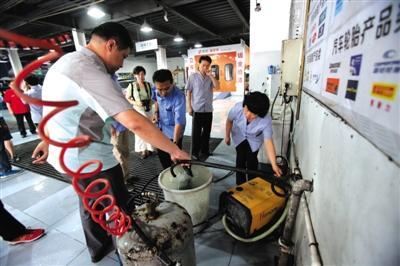 每天12吨自来水洗车 北京一洗车行被查-中新网