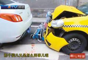 租借车撞上婴儿车 孩儿就地有救了