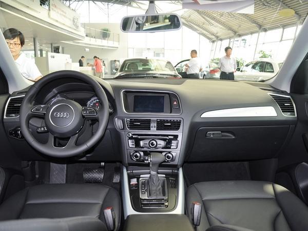 一汽奥迪 40 TFSI quattro 中控台全体