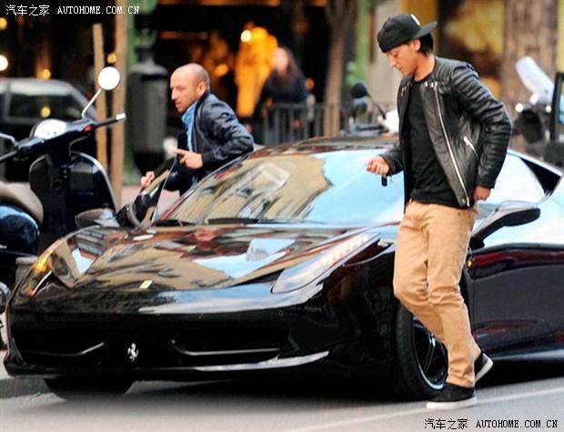 法拉利458 italia,这台车原本便拥有纯黑配色,但厄齐尔显然并不高清图片