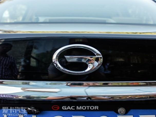 近日,广汽官方透露了未来3年的新车计划,传祺品牌将陆续推出多款全新车型,未来5年后传祺的在售车型将达到20-30款。此外,中大型车与小型车的新平台也在研发之中。    传祺GS5速博   2014年传祺将上市的车型为GS5速博,有望于10月正式上市,新车为GS5的运动版车型。外观方面,从曝光的谍照上可以看出,新车的伪装主要集中在前脸部分,而前进气格栅、前大灯下围以及前雾灯等处应该是本次改款集中改变的地方,所以,我们猜测,相比现款车型,新车可能会拥有更加时尚且动感的前脸造型。   动力方面,据悉,新款传