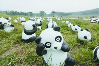 1000只由环保材料制作而成的大熊猫模型在沈阳森林动物园展出.