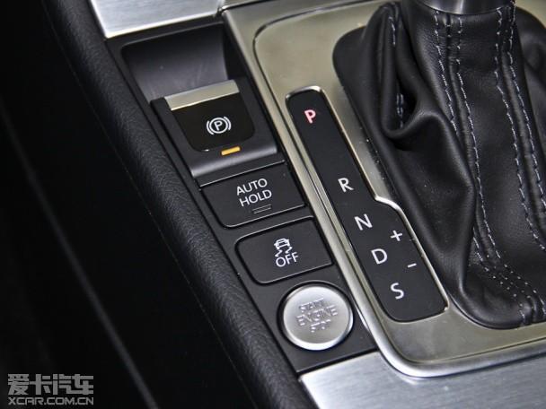 【配图为2013款CC】   外观方面,新款CC的样式没有发生改变,只是在开罗金、极地白、波多尔红、幻影黑、反射银、朱鹭白六款车身颜色的基础上,添加流沙金、橡树棕两种全新的车身颜色选择。    【配图为2013款CC】   内饰方面,2015款CC对镀铬出风口,三角扬声器罩和内饰面板进行了优化,进一步提升了车内设计的豪华感。配置上,2015款CC全系标配疲劳驾驶预警系统;3.