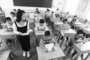 26岁女老师扎根山村小学3年 称要永远留下陪孩子