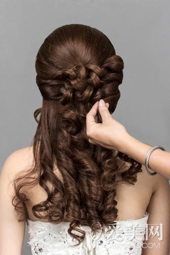 韩式新娘发型步骤 花朵点缀更浪漫(6)