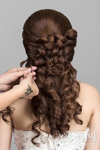 韩式新娘发型步骤 花朵点缀更浪漫(7)