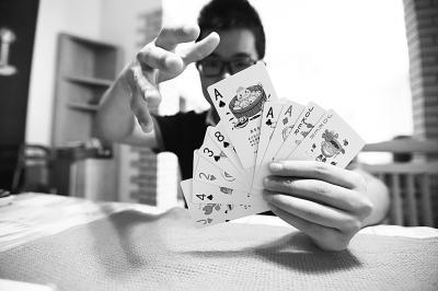 手绘武汉美食萌扑克:大王热干面 小王是鸭脖(图)