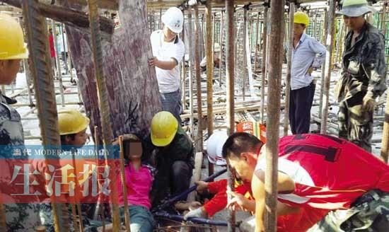女子从在建工地两米高台跌落 钢筋穿胸而过(图)