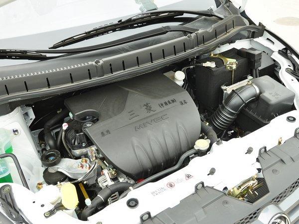 东风风行 lv 1.5l 手动 发动机主体特写