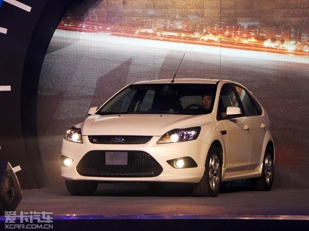 8l发动机 经典福克斯酷白典藏版上市 车型 官方指导价(万元) 两厢1.