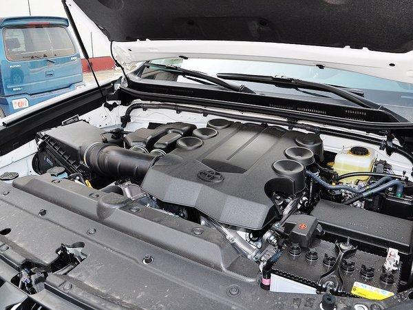 一汽丰田 4.0L 发动机主体特写