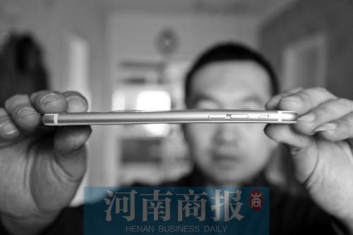 男子花8500元买iPhone6Plus 拆开包装盒发现是弯的