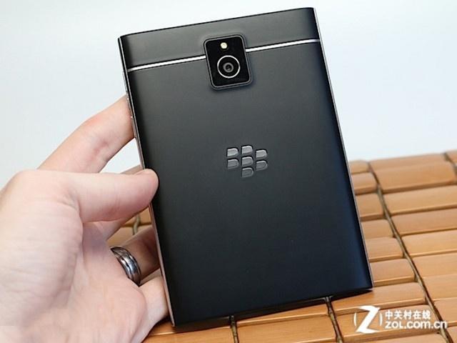 1.5K屏+骁龙800 黑莓Passport全新上市