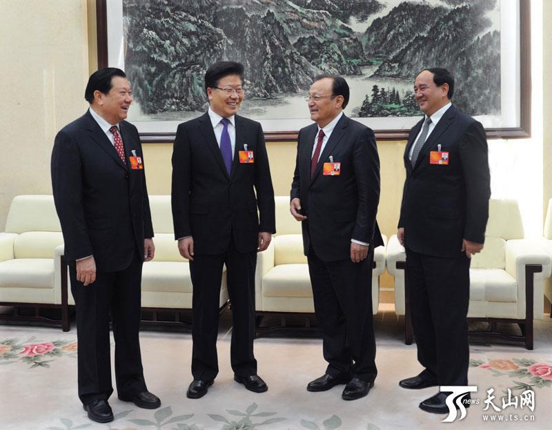 """张春贤:在天山南北形成打击""""三股势力""""强大势场"""