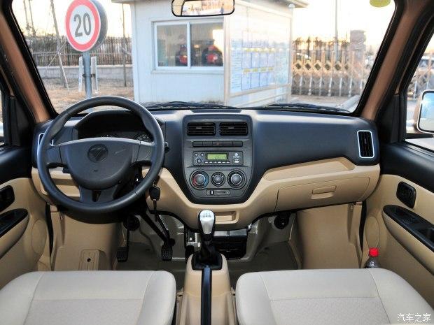 汽车频道    内饰方面,伽途v3采用上深下浅的配色风格,中控台的布局