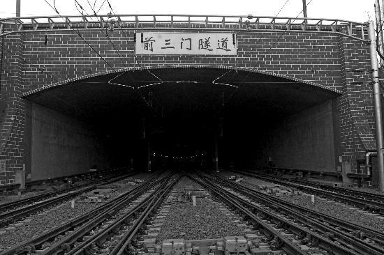 """北京站至西站""""摆渡火车""""3月20日试跑(图)"""